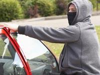 גנב רכב גניבת רכב פריצה לרכב גנבים פורצים / צלם: פוטוס טו גו